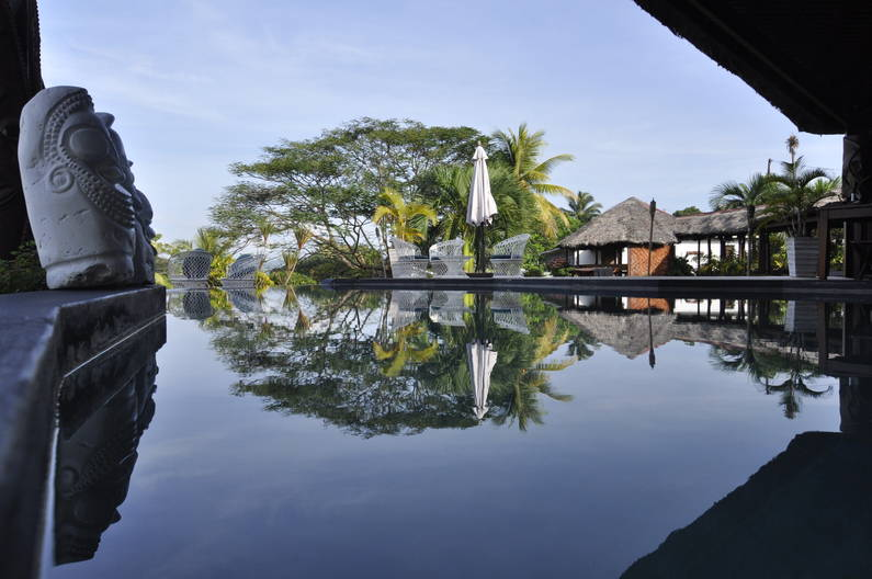 Deco Stop Lodge infinity pool Vanuatu