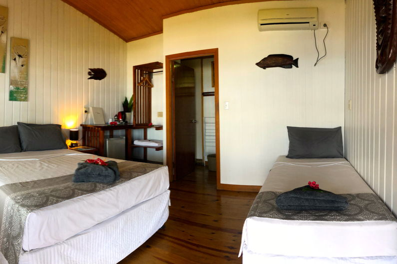 Deluxe Double Room at Deco Stop Lodge - Single bed and queen bed