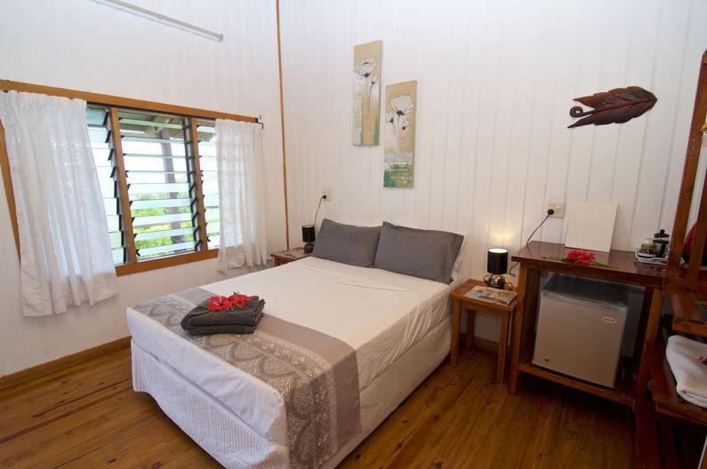 Deluxe Double Room at Deco Stop Lodge - queen bed