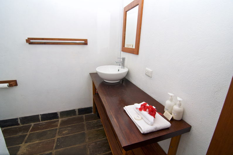 Standard Double Room at Deco Stop Lodge – Bathroom
