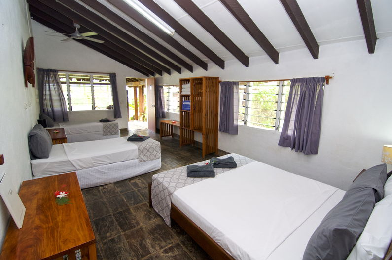 Standard Family Room at Deco Stop Lodge – Looking towards door