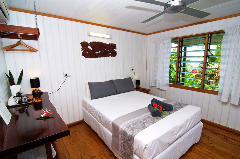 Superior Double Room at Deco Stop Lodge – Queen sized bed